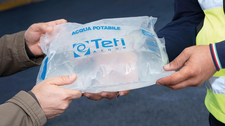 Distribuzione sacchetti Acqua da 5 Litri